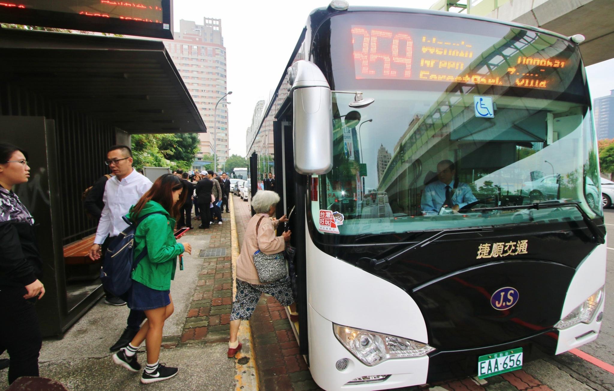 中市追求低碳運輸 電動公車數量全國第一